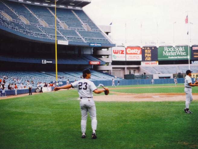 Don Mattingly preparing for a game